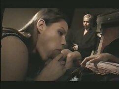 Medianoche masturbación sentado delante de la cámara cojiendo a madura casada